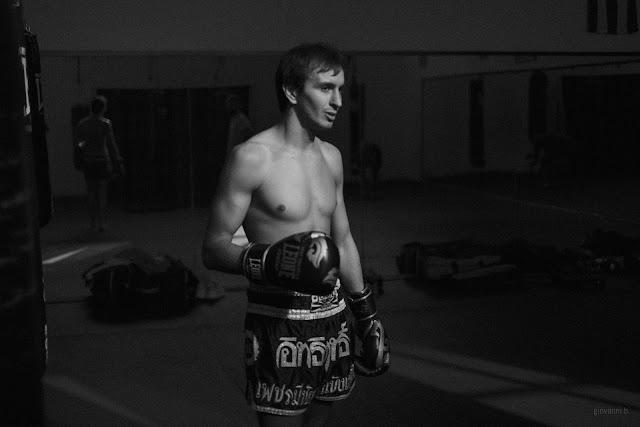 Ritratto di Simone Del Vecchio, kick boxer, in allenamento