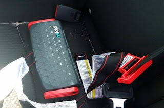 mifold Grab-and-Go Car Booster Seat step 1