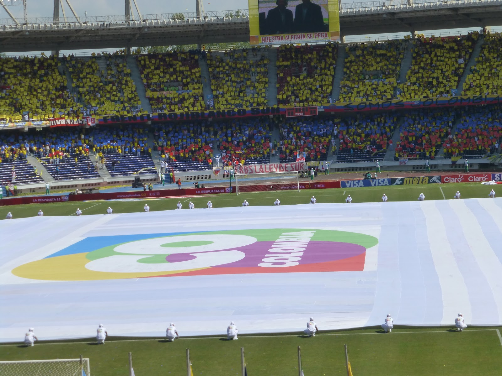 9be04544a48 Fans were given papers to hold up so that the whole stadium looked like a  Colombian flag