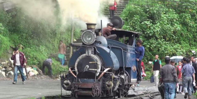 steam locomotive darjeeling himalayan railway