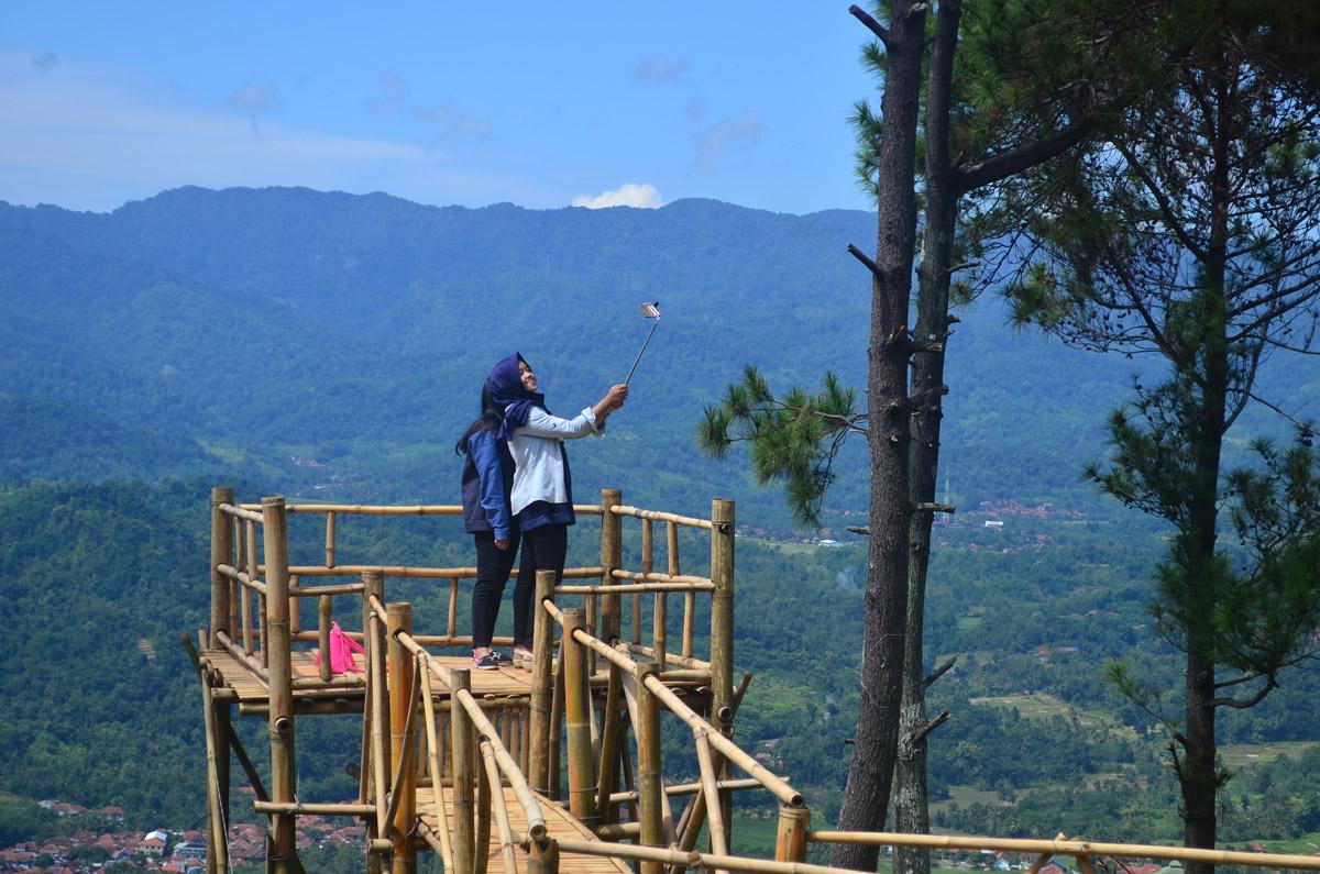 Wisata Bukit Panembongan: Tempat Wisata Alam Asyik dan ...