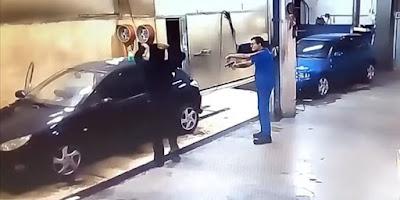 Την πάτησε: Πήγε να ληστέψει συνεργείο και o ιδιοκτήτης τον έβαλε να το καθαρίσει
