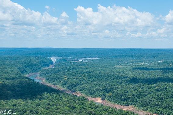 Volando en Helicoptero sobre el Rio Iguazu