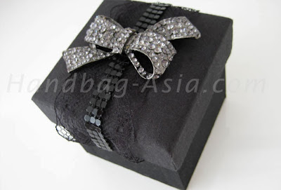 http://handbag-asia.com/black-silk-favor-box.htm