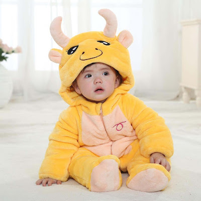 crying-child-in-yellow-clothes-wallpapers-pics