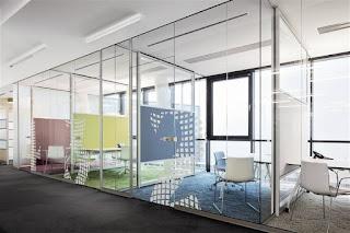 Sử dụng kính làm vách ngăn trong thiết kế nội thất văn phòng