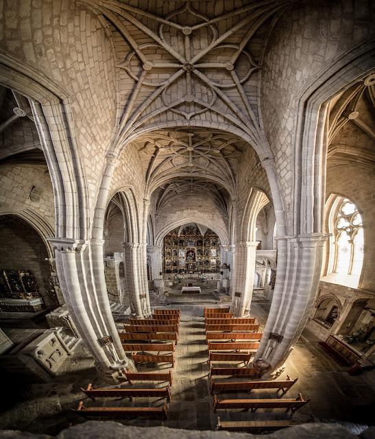 Iglesia de Santa María la Mayor, desde el coro alto :: Panorámica 9 x Canon EOS5D MkIII | ISO1600 | Canon 17-40@17mm | f/4.0 | 1/20s