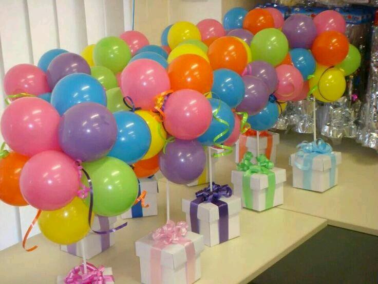 Crea bellos centros de mesa con globos for Decoracion 10 de mayo