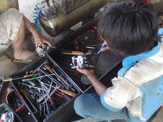 Pemeriksaan dan pembersihan komponen karburator