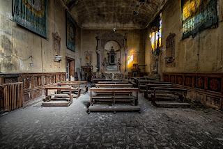 Biserică veche - imagine de Paul Morris - unsplash.com