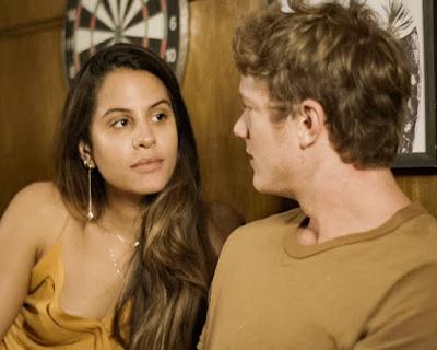 Filipe (Pedro Novaes) diz a Leila (Jade Cardozo)