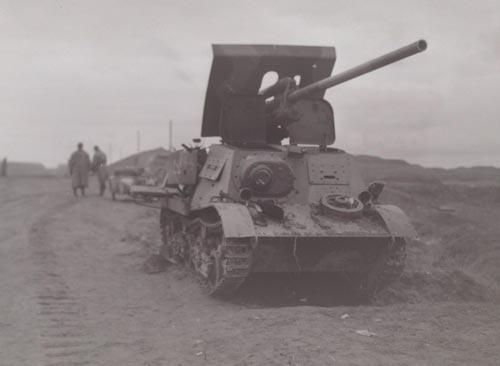 Подбитая установка ЗИС-30, октябрь-ноябрь 1941 года. Заметен трёхцветный камуфляж