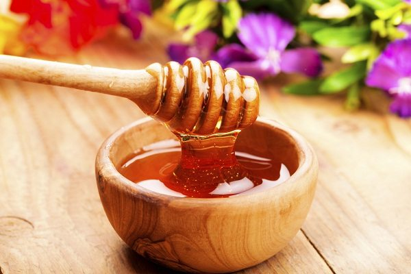 Phương pháp trị mụn an toàn với mật ong