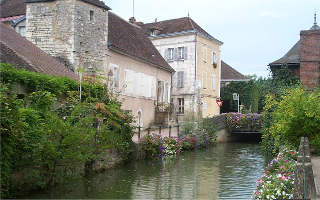 Life and Linda - Our Barge Adventure in France
