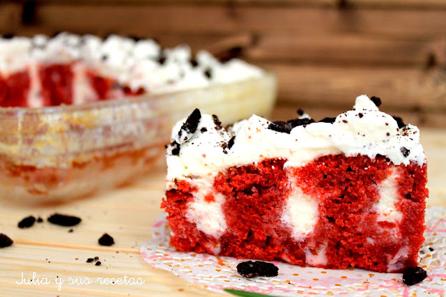 Poke cake red velvet. Julia y sus recetas