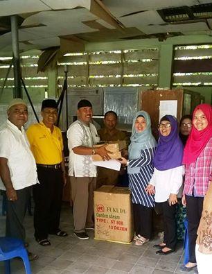 Kabid Perkebunan Padang Pariaman Bagikan 250 Unit Gunting Pemangkas Kakao Kepada 10 Keltan di Sungai Geringging