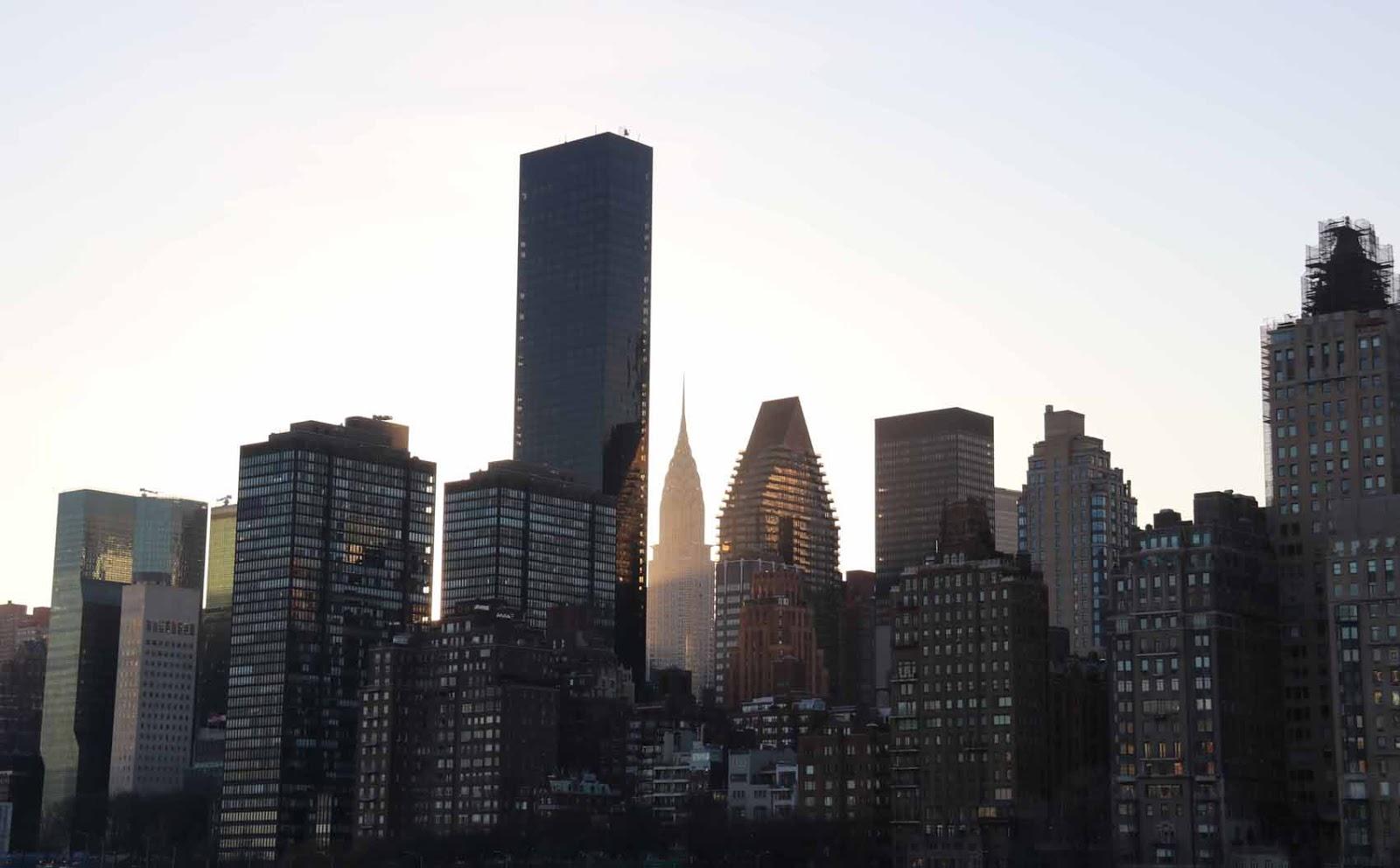 Manhattan Roosevelt Islandilta nähtynä