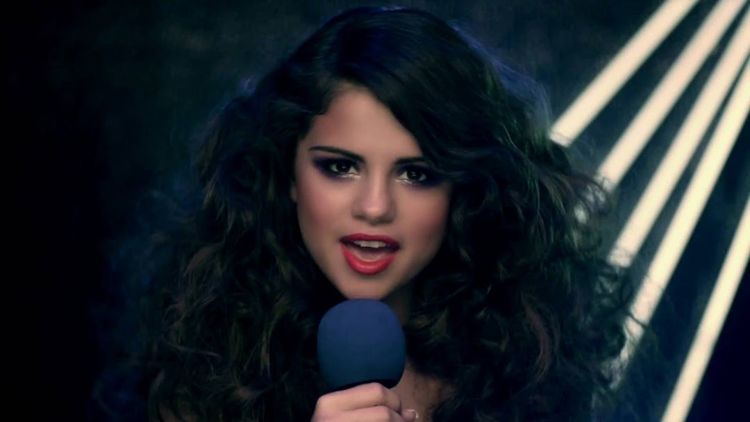 Selena Gomez HD Wallpaper 10