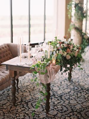 blush table decor