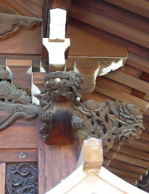 本坊玄関の宮彫り