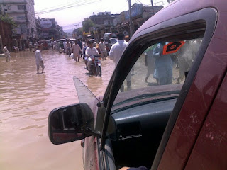 Gambar Banjir di Jalan Raya