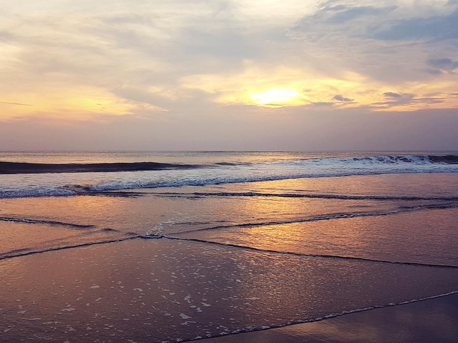 Sonnenuntergang am Strand auf Bali