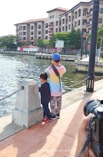 Menyusuri pinggir Sungai Melaka