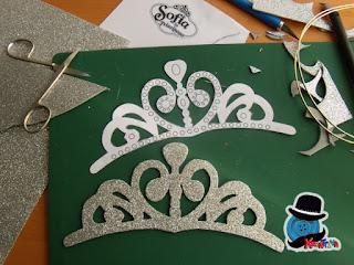 ritaglia il modello in gomma crepla della tiara di Sofia la principessa