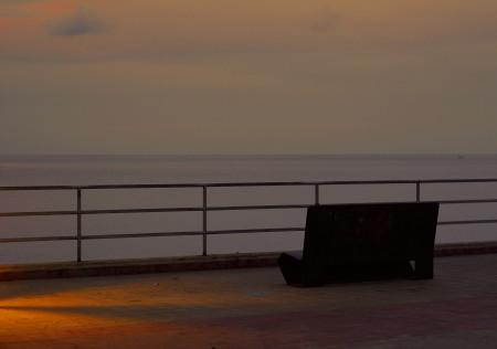 Oscureciendo en el puerto. Rodrigo L. Alonso