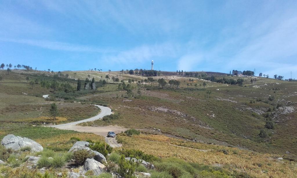 Vista do Cabeço do Campo para o radar metereologico