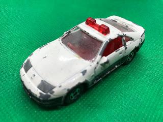 日産 フェアレディZ のおんぼろミニカーを斜め前から撮影