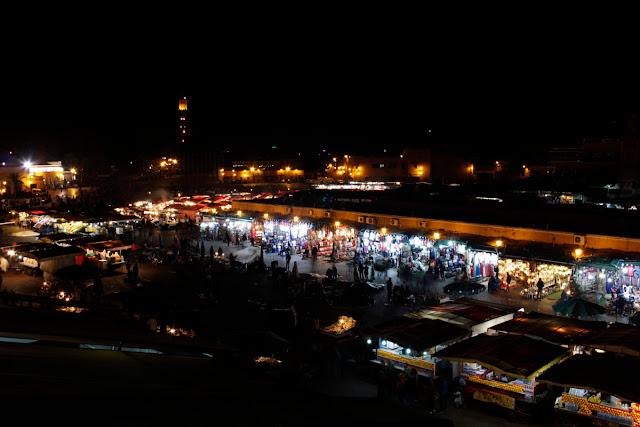 Plaza Djemaa El Fna de Marrakech por la noche
