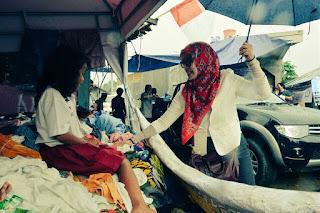 Dharma Wanita Kemendikbud Bantu Korban Banjir Garut