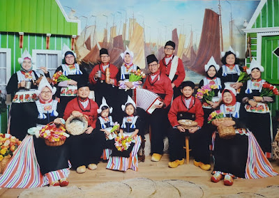 Pakaian Tradisional Nelayan Belanda