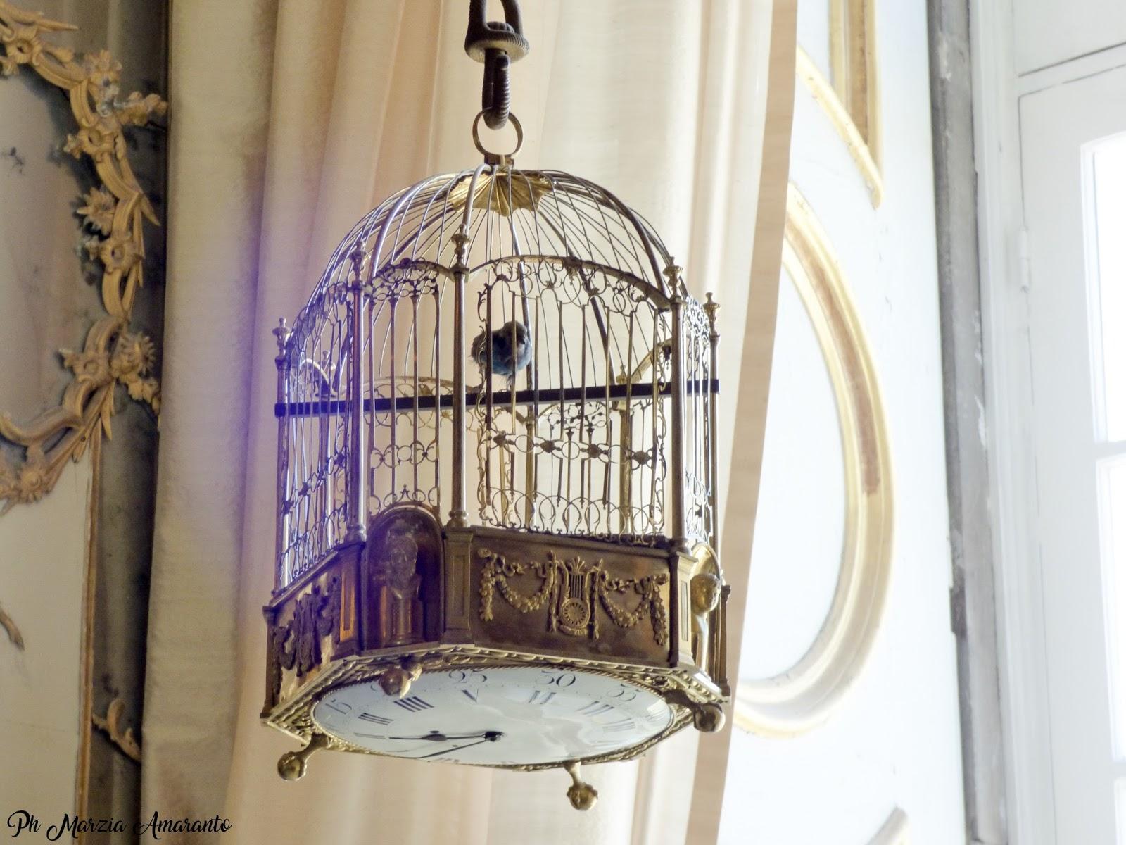 Gabinetto degli Stucchi - Reggia di Caserta - orologio uccellino in gabbia dorata