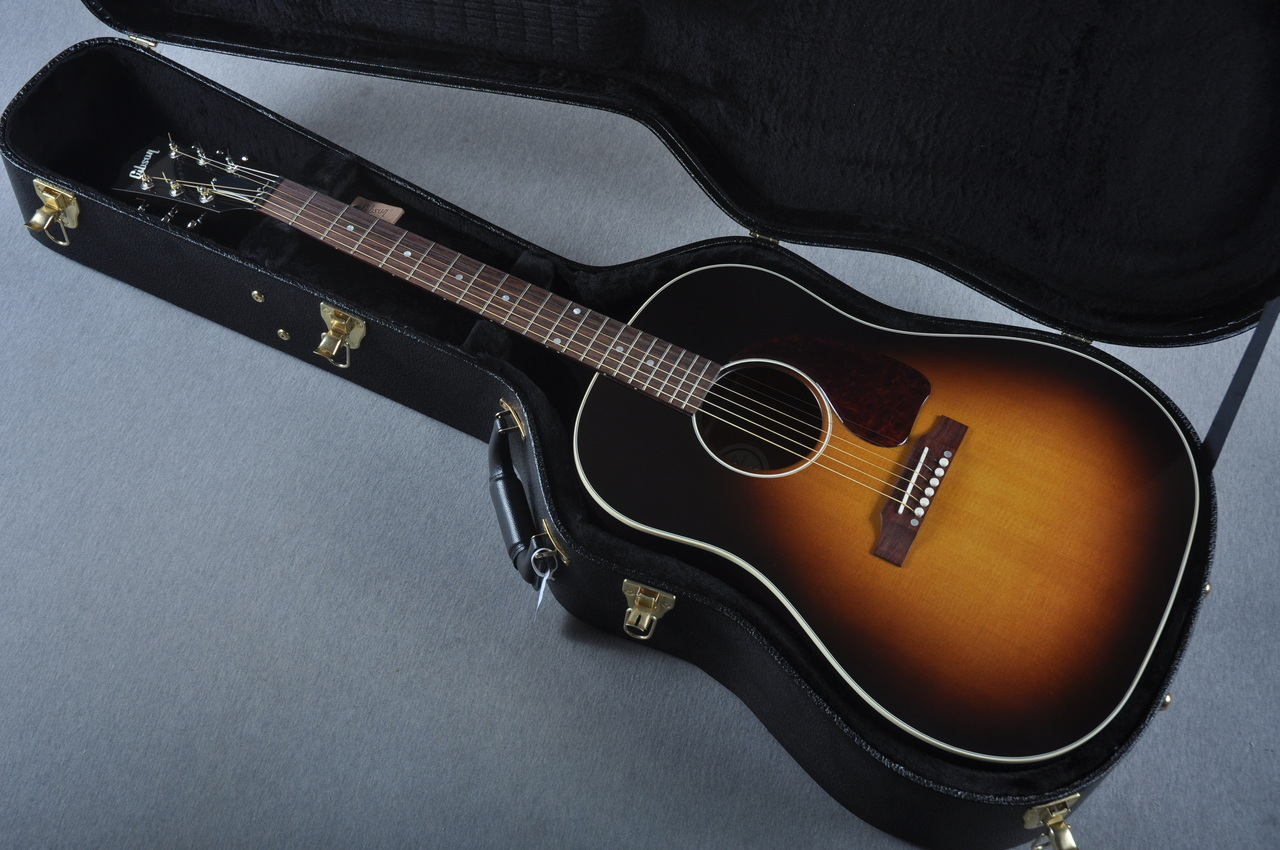 secara penampilan j45 jauh lebih simpel dan to the point dibandingkan j200 tapi melihat gitar. Black Bedroom Furniture Sets. Home Design Ideas