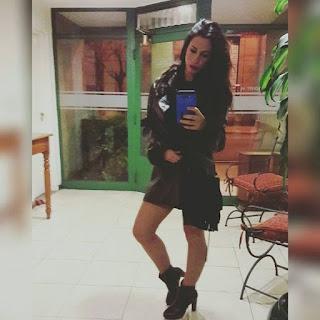 Otra selfie de Mechy, la promotora que salió en el video porno con los automotivilistas.