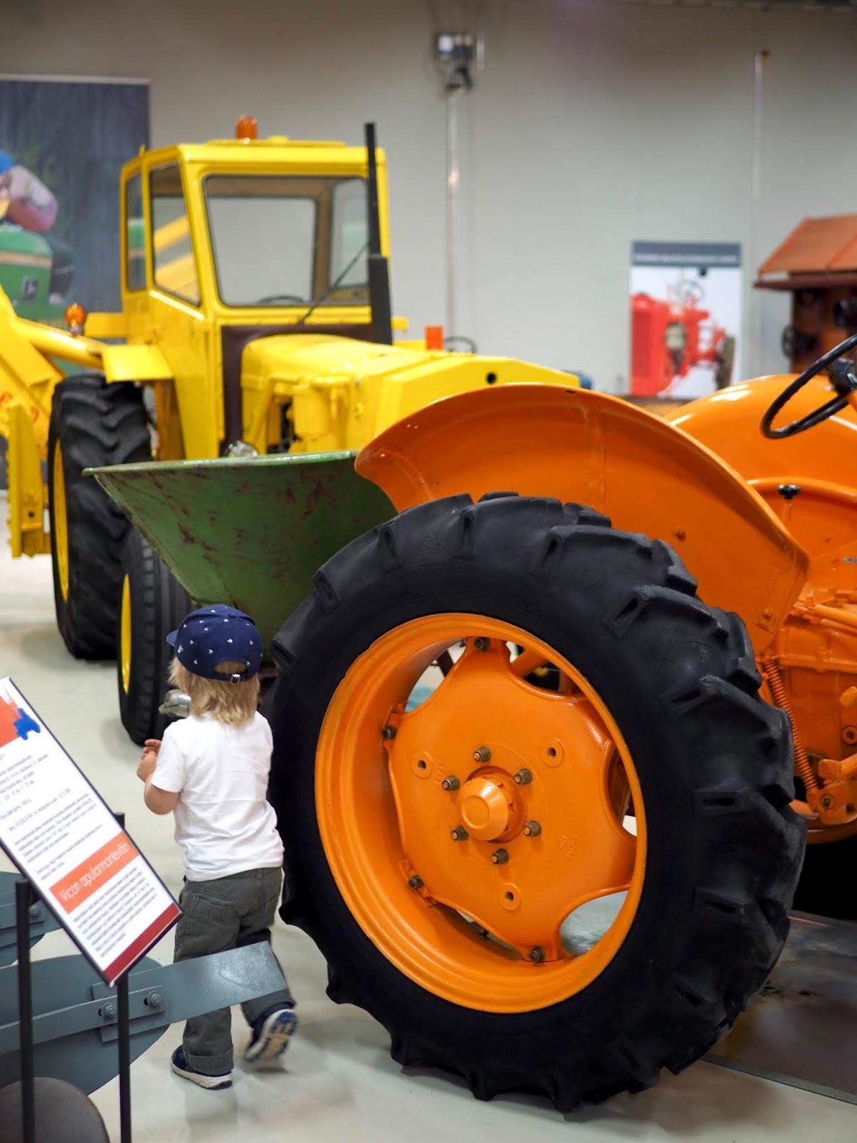 Konenäyttely Maatalousmuseo Sarkassa