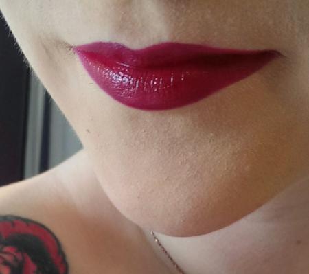 Lipstik yang cocok untuk bibir kering dan pecah-pecah