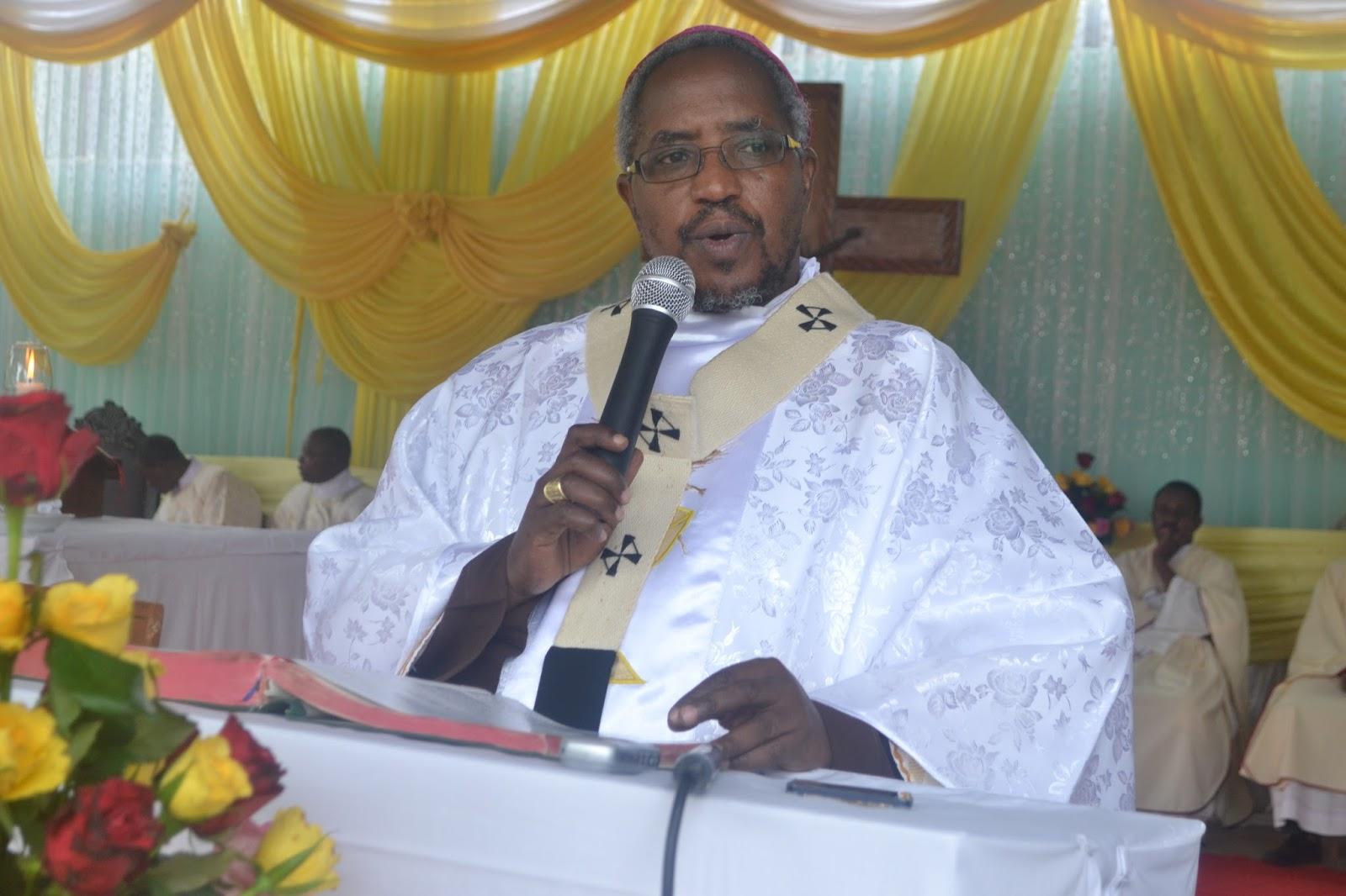 Papa Francis Amteua Askofu Mkuu Ruwaichi Kumrithi Kadinali Pengo