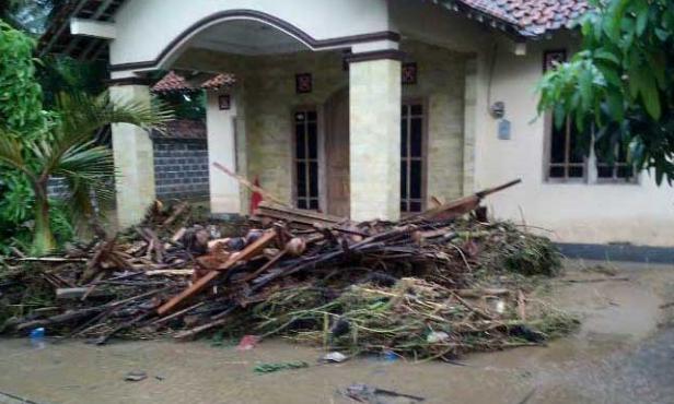 Foto Banjir Bandang dan Longsor di Purworejo