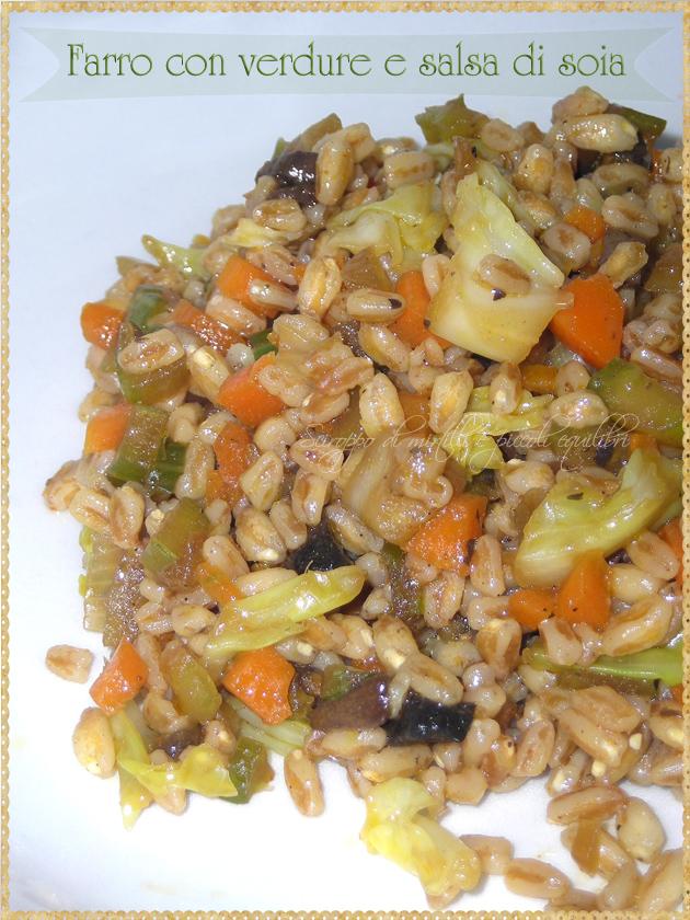 Farro con cavolo verza sedano carota cipolla e salsa di soia