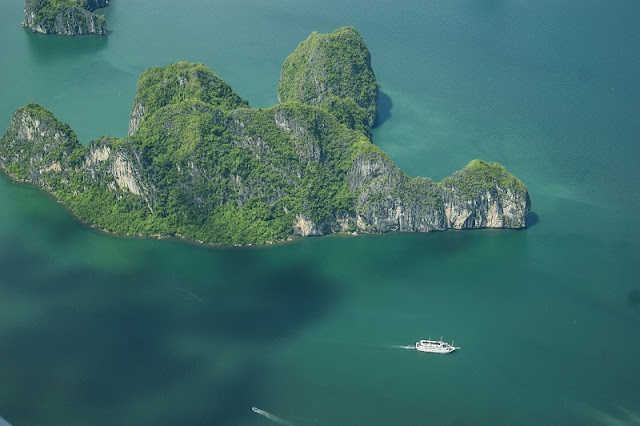 Admire the panoramic beauty of Halong Bay 1