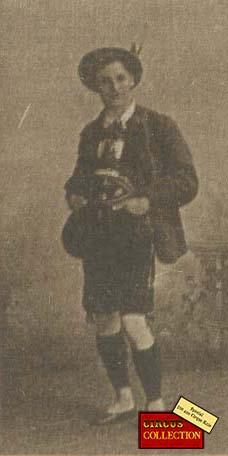 Charles Knie en costumes de Tyrolien
