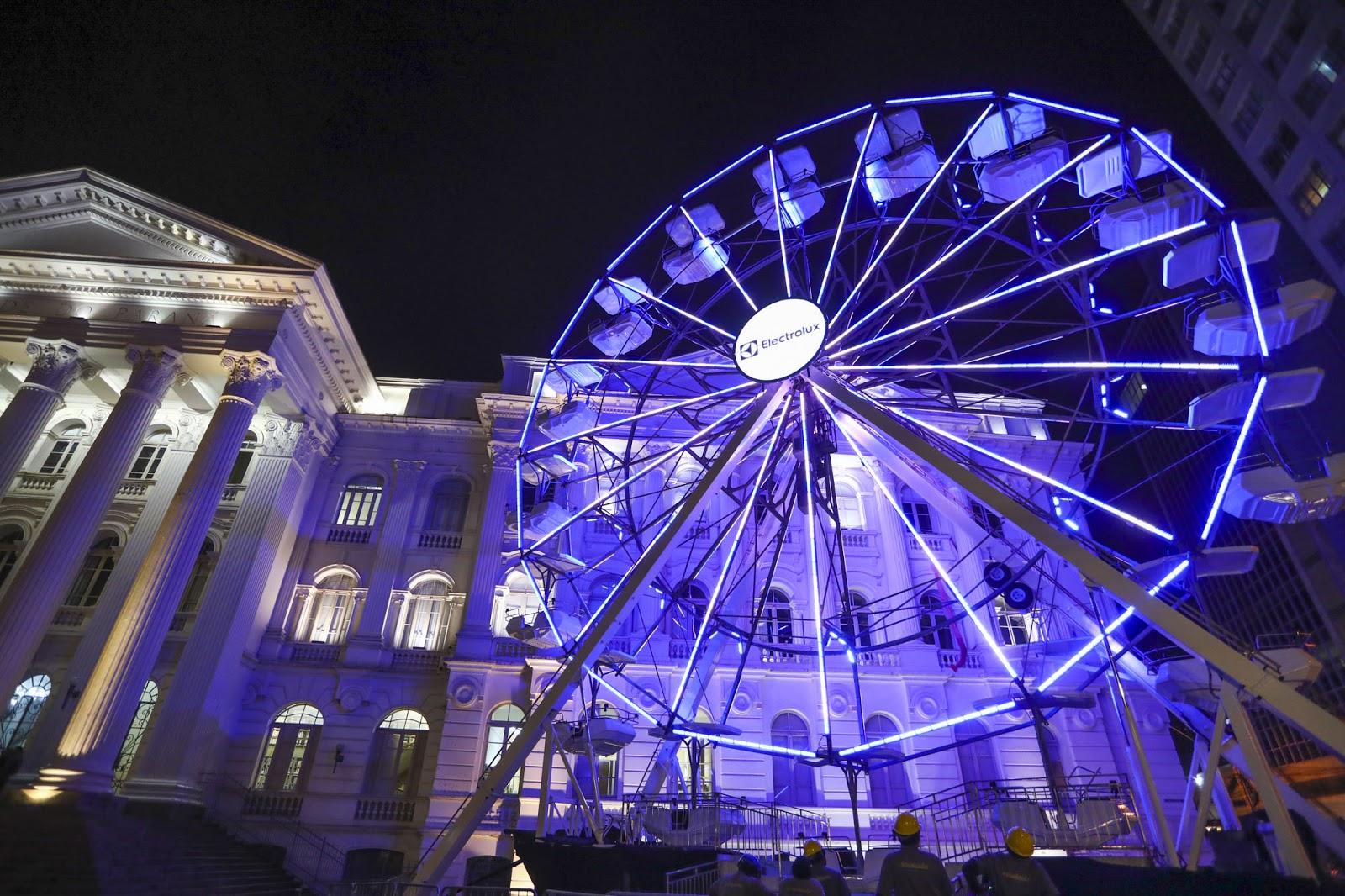 Roda gigante, Palácio Avenida e Trem do Natal estreiam nesta sexta no natal de Curitiba