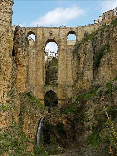 Kota Ronda di Malaga,Sepanyol yang mempunyai tebing yang tinggi