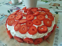 Sommartårta (vegansk jordgubbstårta med sockerkaksmandelbottnar)
