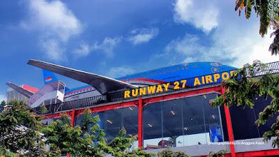 Pesawat Kepresidenan di Runway 27 Airport.