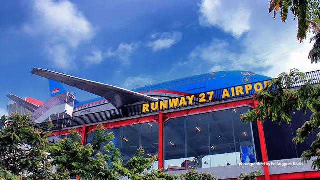 Foto Replika Pesawat Kepresidenan di Runway 27 Airport Museum Angkut-Batu.