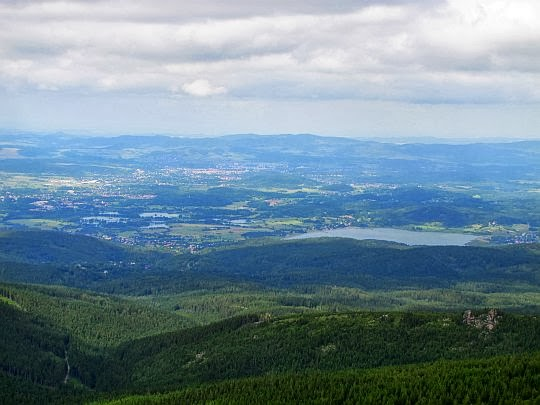 Panorama z Małego Szyszaka. Z prawej widać Jezioro Sosnówka.